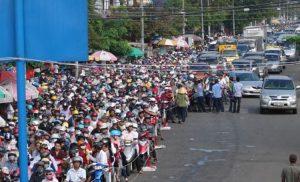 Hình ảnh kẹt xe kéo dài trên đường guyễn Thị Định